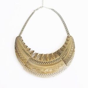 Jewelry - HOST PICK 4/29! Hammered gold necklace